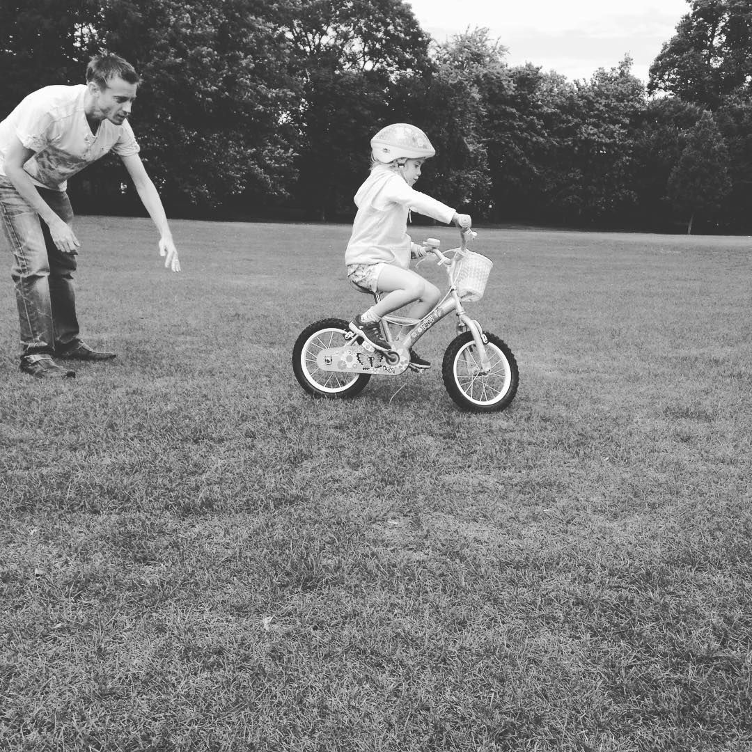 Precious moments ❤️ daddy helping Carly learn to ride her bike without…