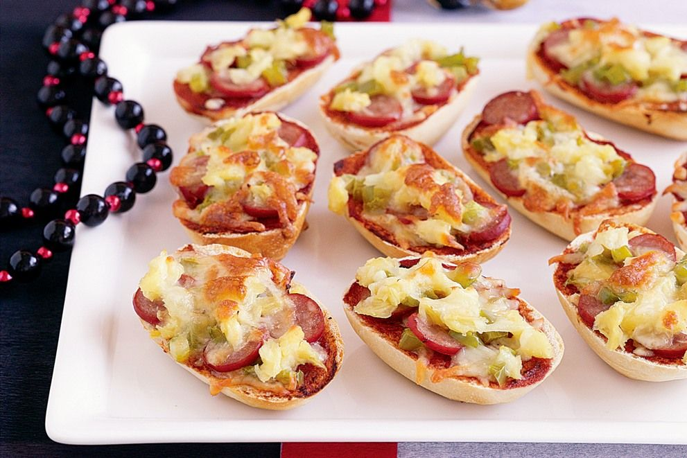 Dec 16, · You can use a Boboli® crust, or make Yeast Crust and use half of it for this easy and delicious recipe for Bacon Pizza. For less fat and sodium, you could use 1 cup chopped Canadian bacon instead of cooked strip bacon, or add some pepperoni/5(8).