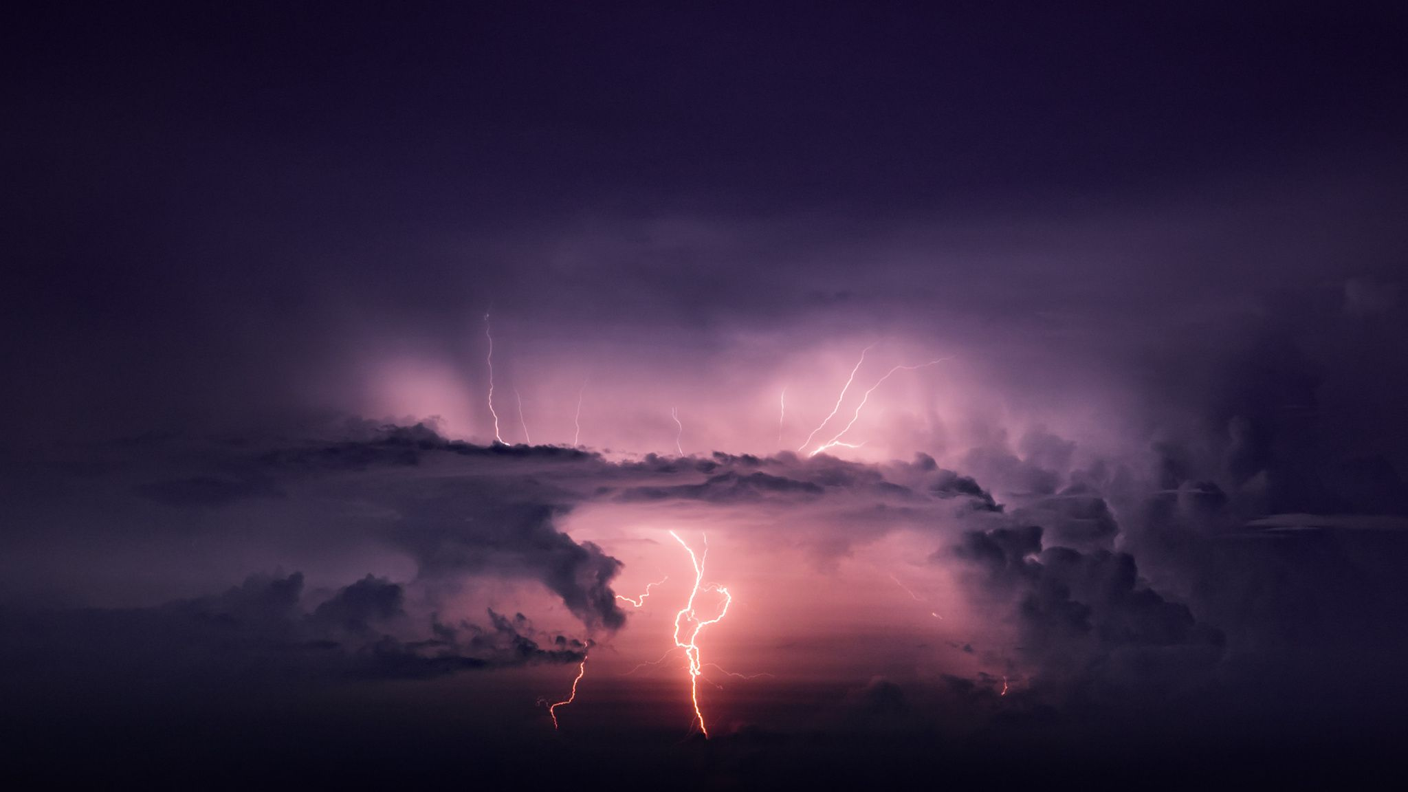 Awesom Storm Front That Darkened >> Distant Lightning Layers Of Haze Color And Darken The Bolt As It