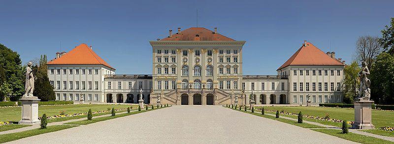 Schloss Nymphenburg: http://www.dermuenchenblog.de/sehenswuerdigkeiten/schloss-nymphenburg/#    Foto: Richard Bartz; Lizenz: CC BY-SA-3.0
