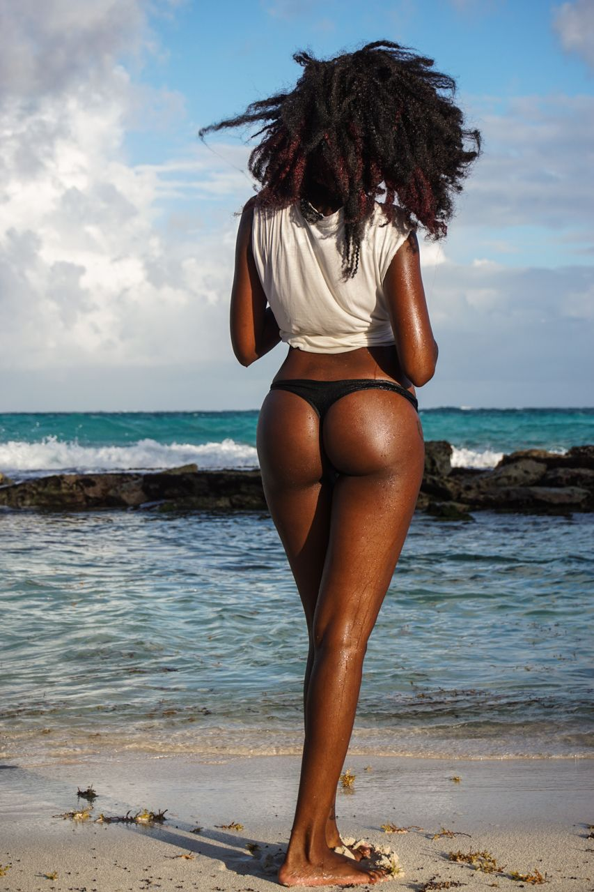 Flight black girl ass