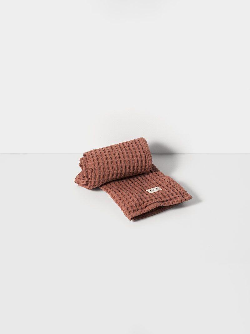 Badezimmer design gold handtuch  weiss von ferm living  dänisches design  badezimmer