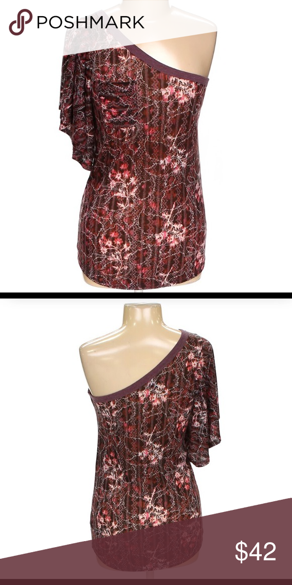 8d78a8826466c Free People one Sleeve Top Super fun and Cute One Sleeve Top. Gently worn.