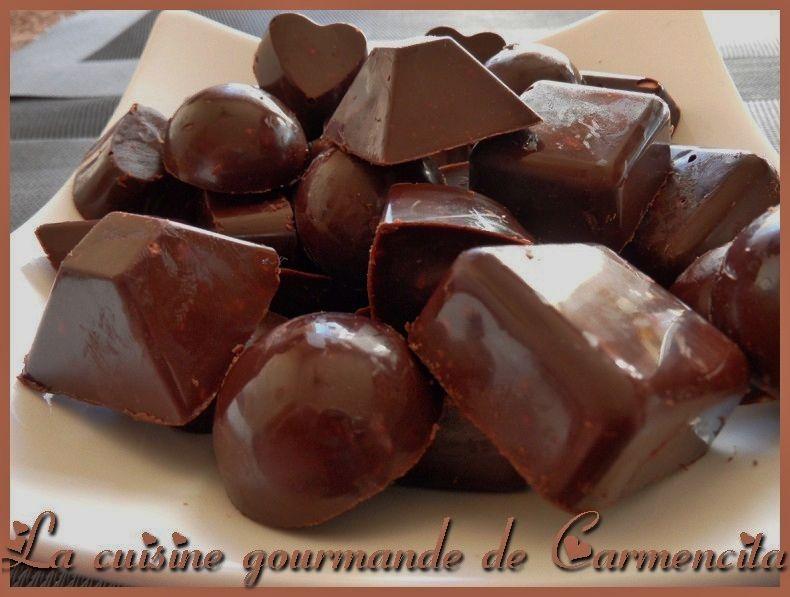Chocolats craquant aux noisettes et pignons http://www.carmen-cuisine.com/article-chocolats-craquants-63984224.html