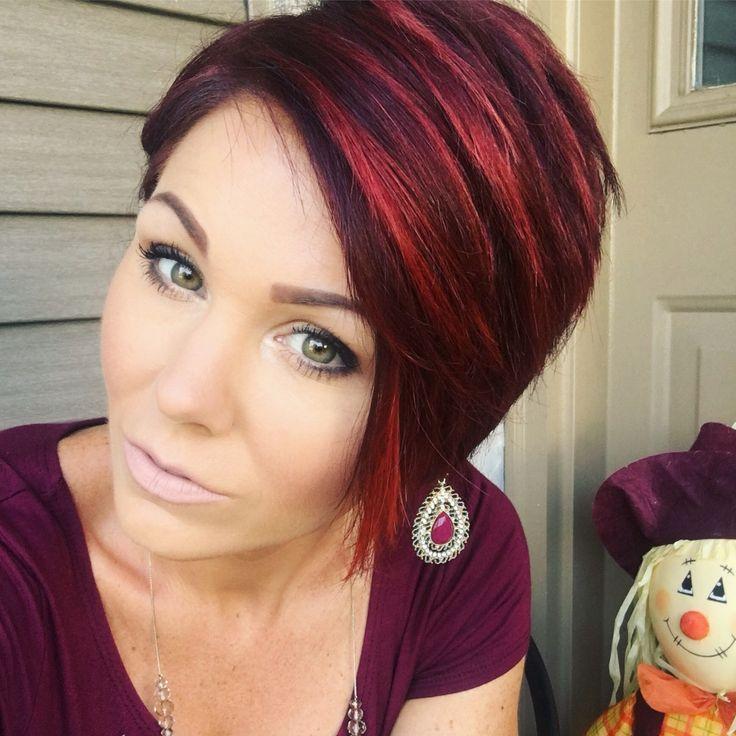 Schwarze Haare Mit Roten Oder Kupferfarbenen Akzenten Sind