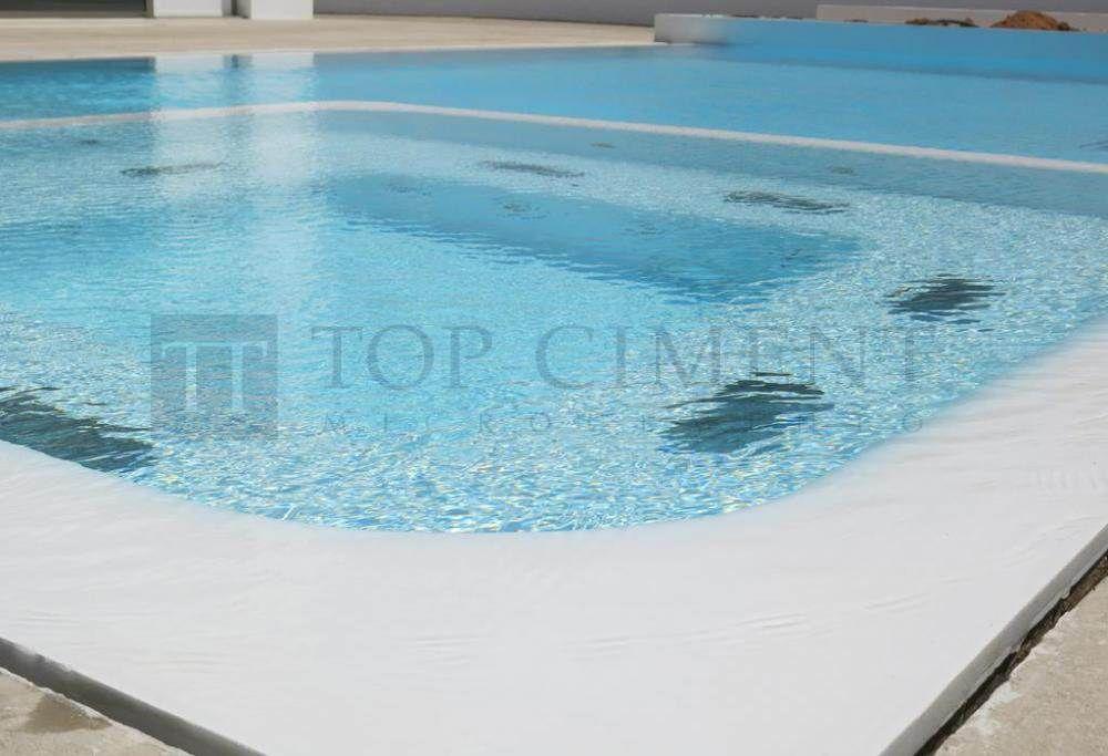 Foto de piscina con jacuzzi de dise o moderno y elegante for Piscinas con jacuzzi precio