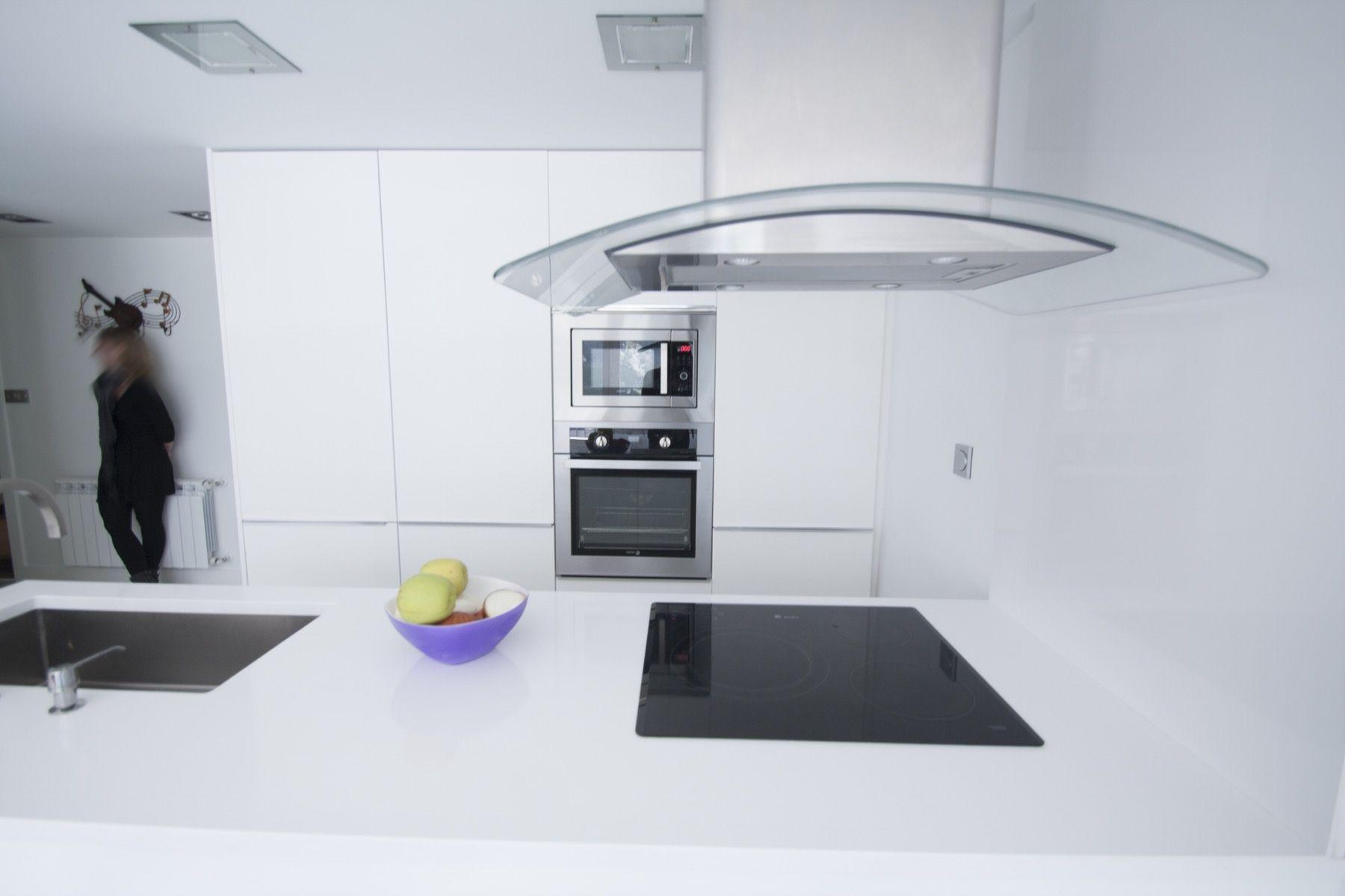 #Comedor #Cocina #Salon #moderno #decoracion via @planreforma #encimeras #barras de cocina #iluminacion #rehabilitación