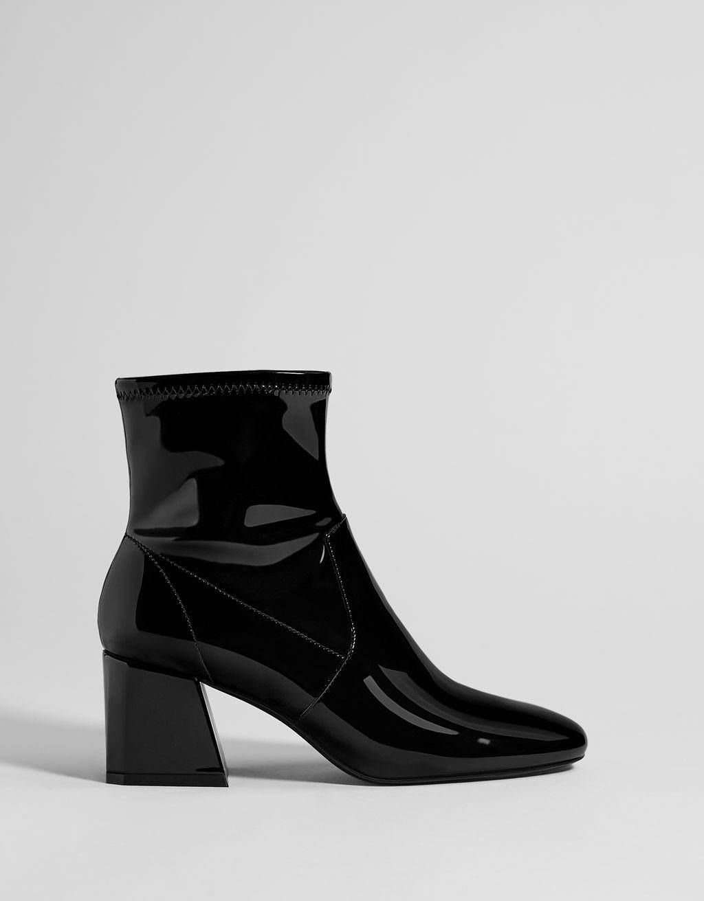 a287e26078c3 The Black Boot Trend Every Fashion Girl Knows About for Winter in ...