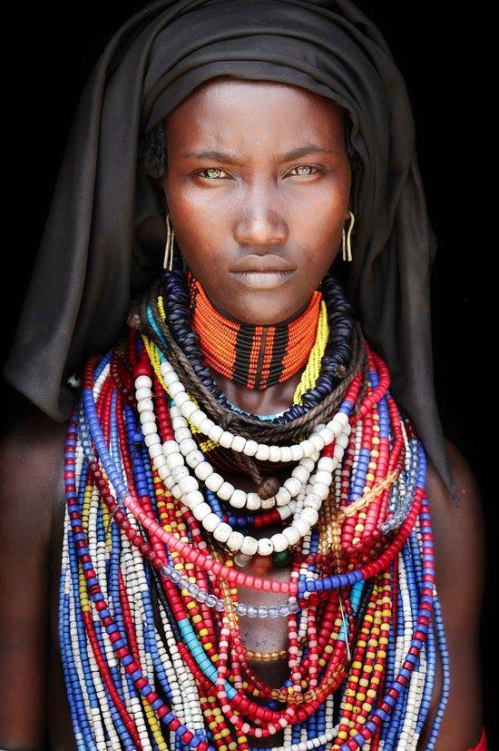 Safari Fusion blog | Photographer Mario Gerth | African photographic portraits | Tribes of the Omo Valley Ethiopia © Mario Gerth
