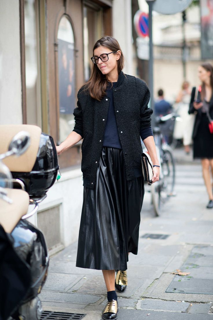 black-leather-long-midi-skirt-emetallic-oxfords-clutch-baseball