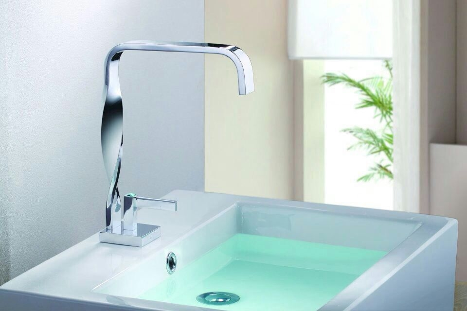 66.59$  Watch here - http://alikir.worldwells.pw/go.php?t=32442230001 - Wholesale And Retail Deck Mount Waterfall Bathroom Faucet Vanity Vessel Sinks Mixer Tap Cold And Hot Water Tap 66.59$