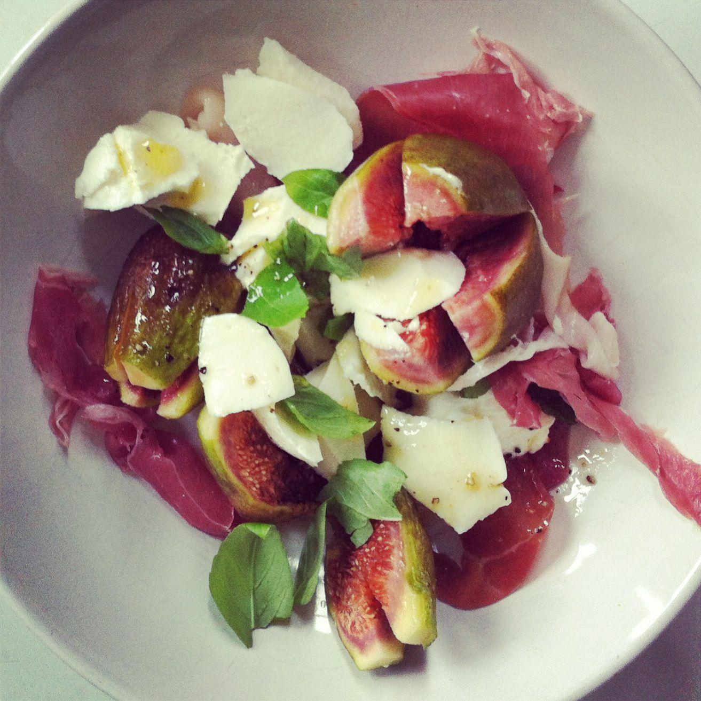 Italian ham - figs - mozarella - dressing {olive oil lemon juice honey pepper seasalt}