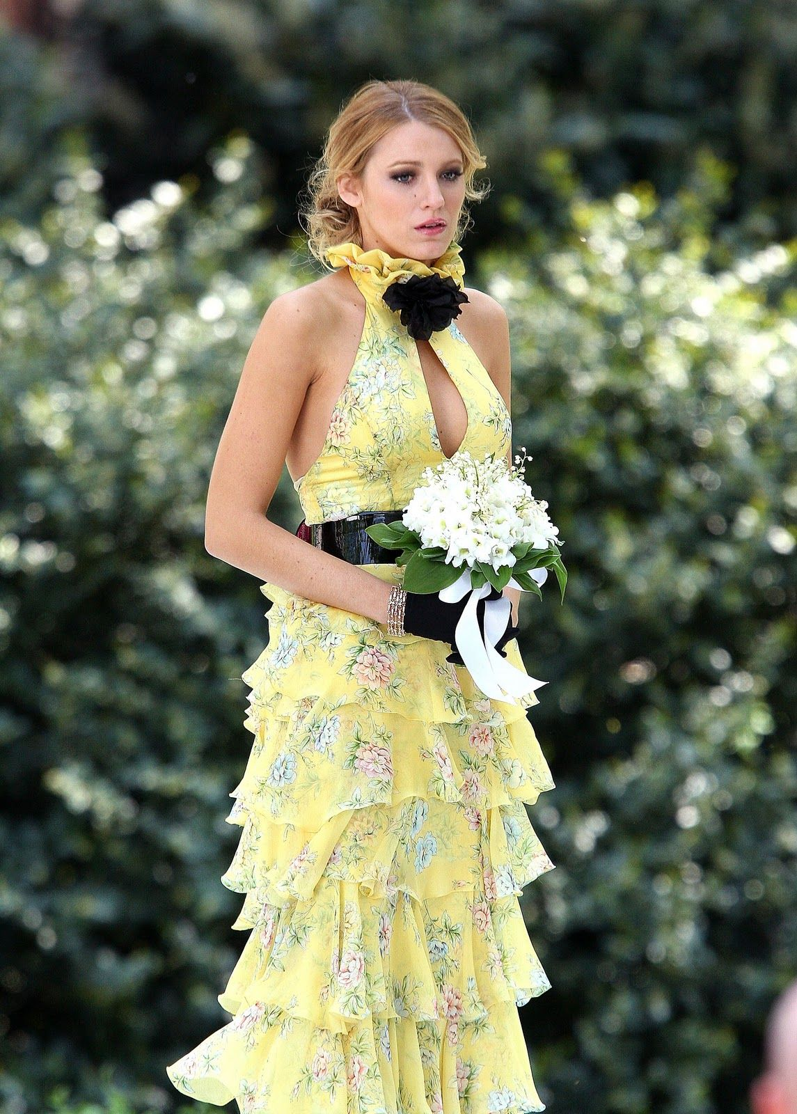 0a149d65622  blake lively yellow floral dress