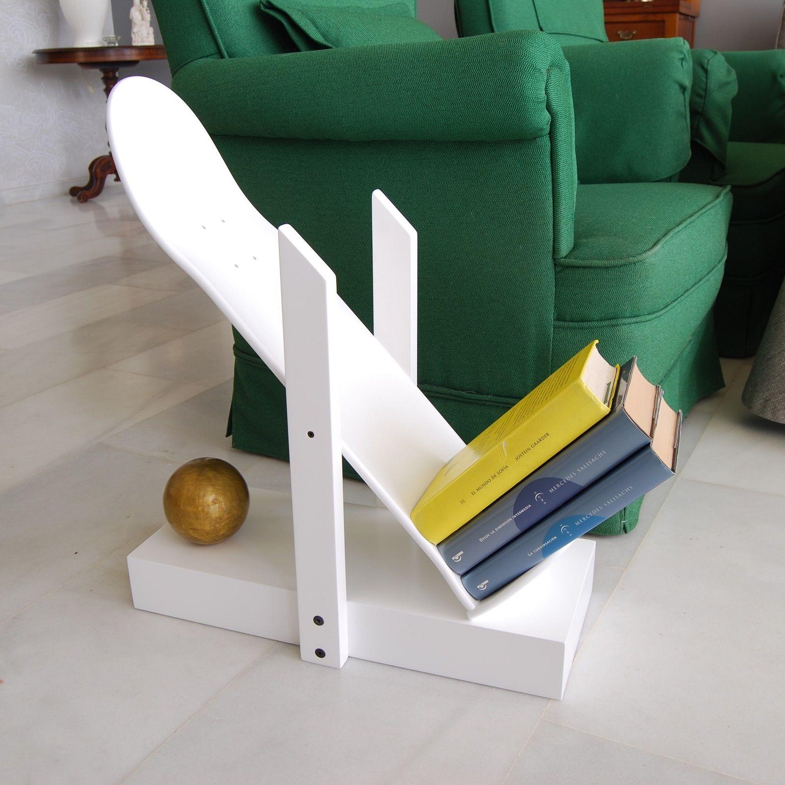 shelf made of wood with 1 original skateboard deck decorating a teen guys room - Skateboard Bank Beine