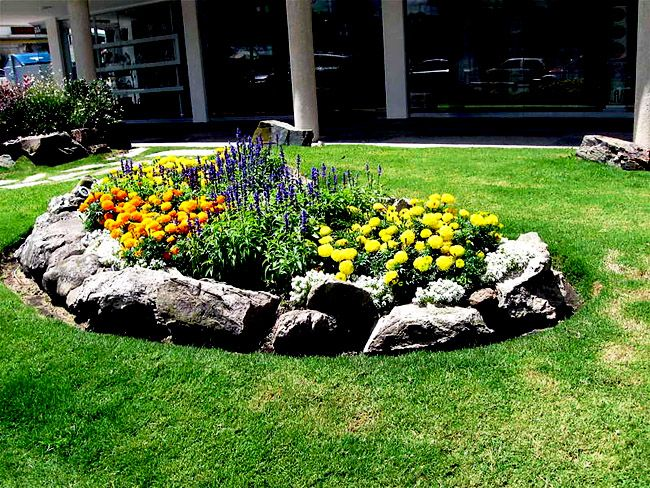 Long Narrow Flower Bed Design Ideas For Beautiful Front Look Of A House Rock Garden Landscaping Rock Garden Design Landscaping With Rocks