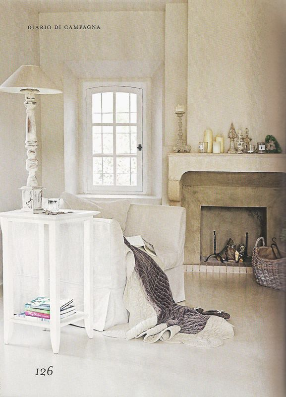 La palette classica dello stile shabby chic ha sempre il bianco come punto di partenza.sono ben accette anche le tinte neutre come il sabbia, il tortora, il beige, l'avorio e il greige, da usare come base per pareti, pavimenti, tendaggi, infissi e mobili principali.in abbinamento aggiungi piccoli tocchi in nuance naturali come il lilla, il verde salvia, il. Gorgeous Tones Soggiorno Arredamento D Interni Grigio Prodotti Per La Casa