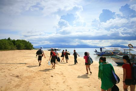Honda Bay is one of the popular choices for an island hopping tour. It is easily accessible from Puerto Princesa through the Sta. Lourdes Wharf. Are you ready for a Honda Bay tour?