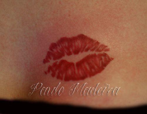 kiss print tattoo would like to have this tattoos on neck rh pinterest ch Black Kiss Prints Tattoo tattoo print kiss