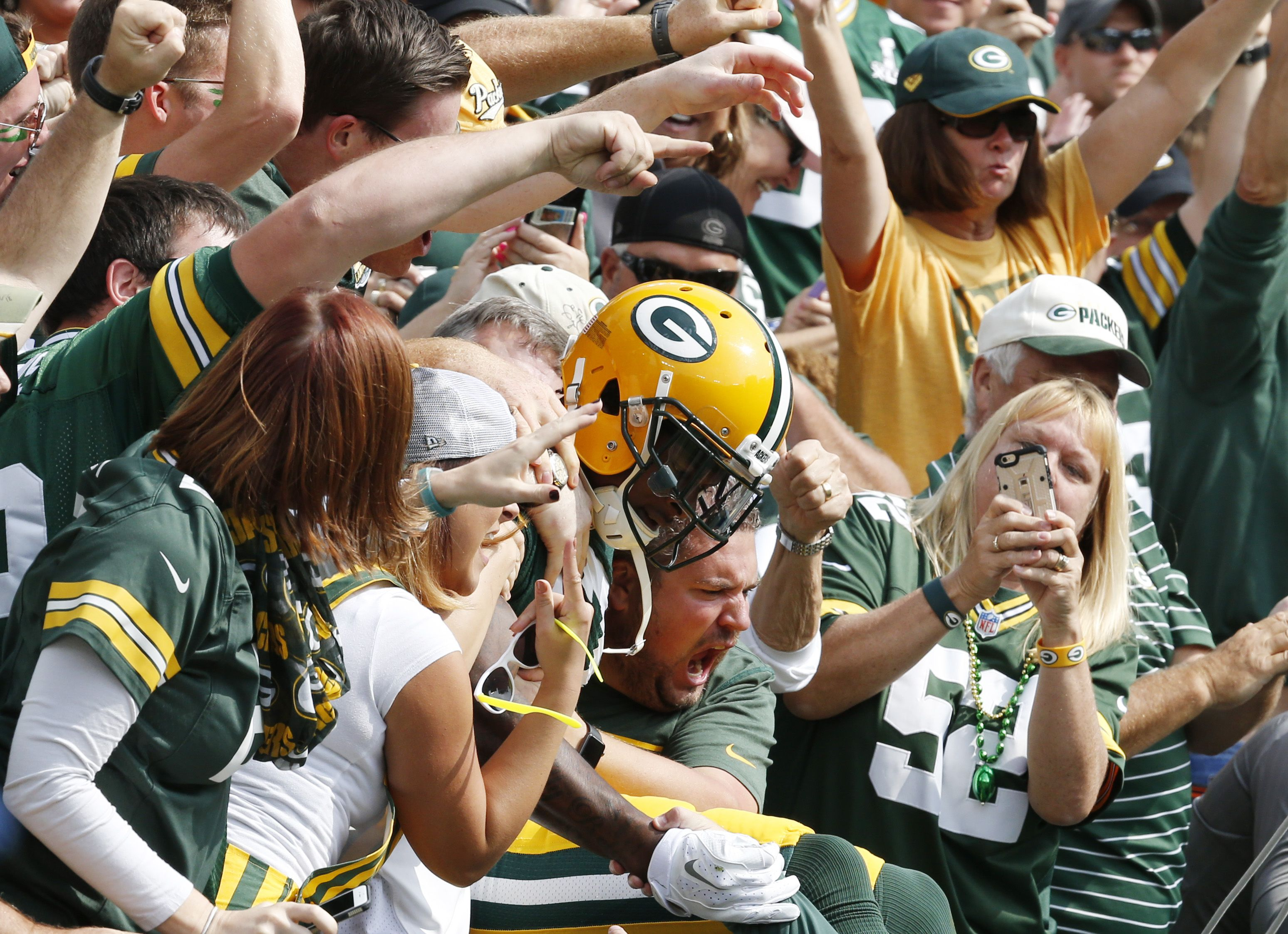 We Love A Good Lambeau Leap And Packers Wr Davante Adams Didn T Disappoint In Week 3 Ap Roemer Nfl Fantasy Fantasy Football Champion Fantasy Football