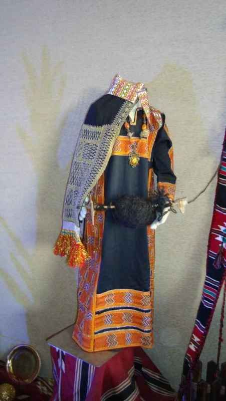 Souk Okaz Festival Traditional Saoudi Beduin Dress On Display Traditional Outfits Clothes Traditional Dresses