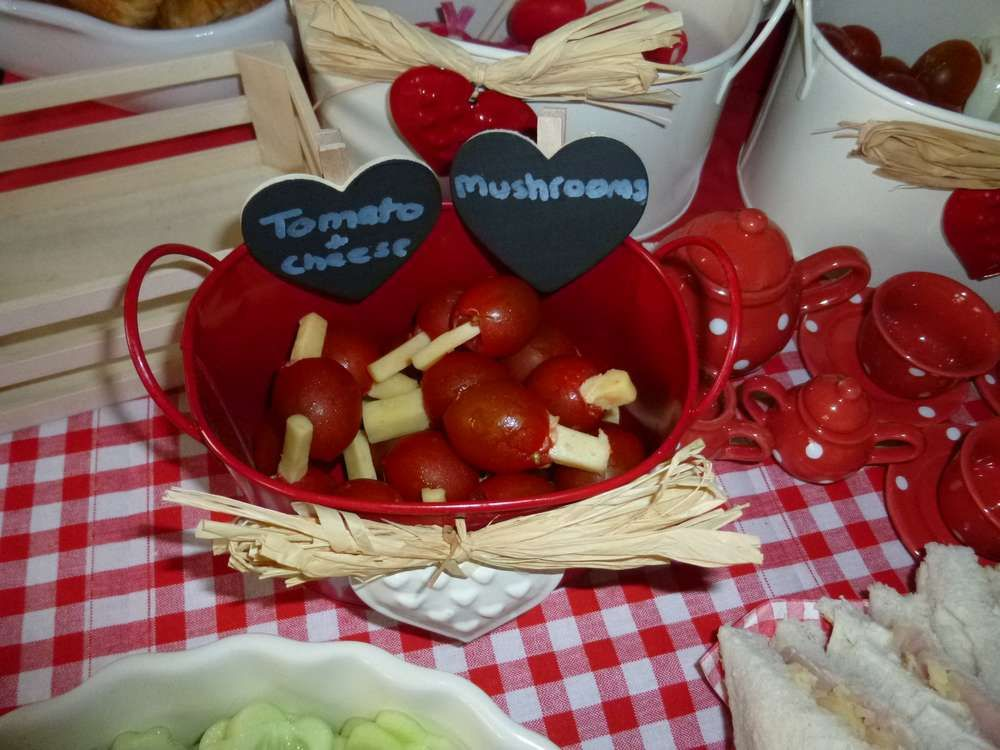 Ladybird picnic Birthday Party Ideas | Photo 2 of 35