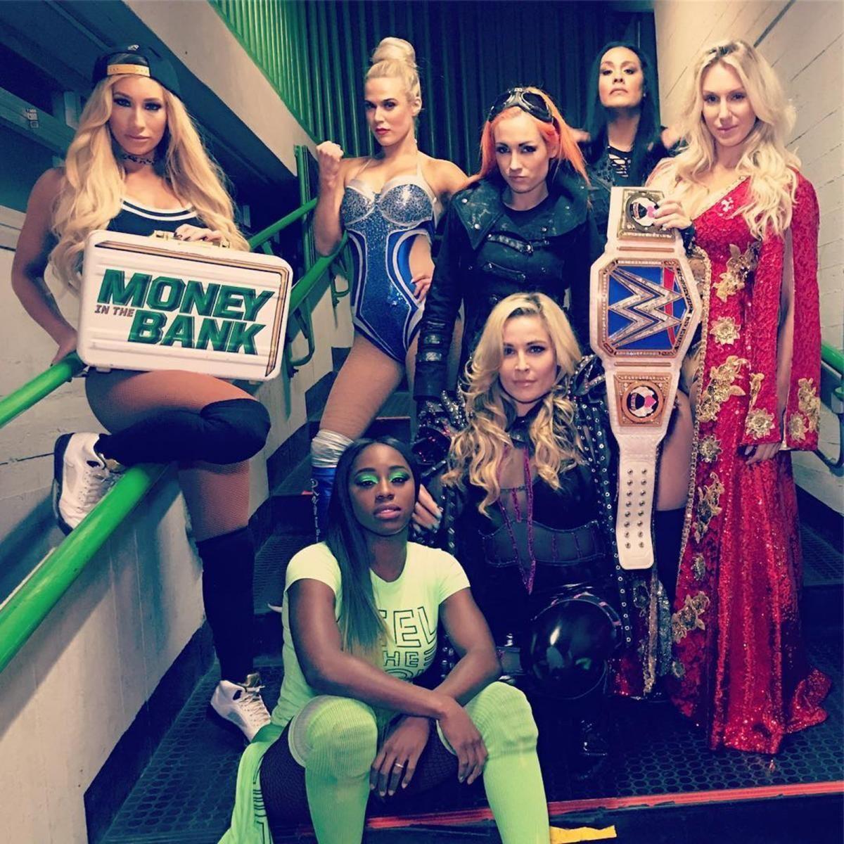 Superstars Get Shredded In The 25 Best Instagram Photos Of The Week Wwe Girls Wrestling Divas Wwe Female Wrestlers