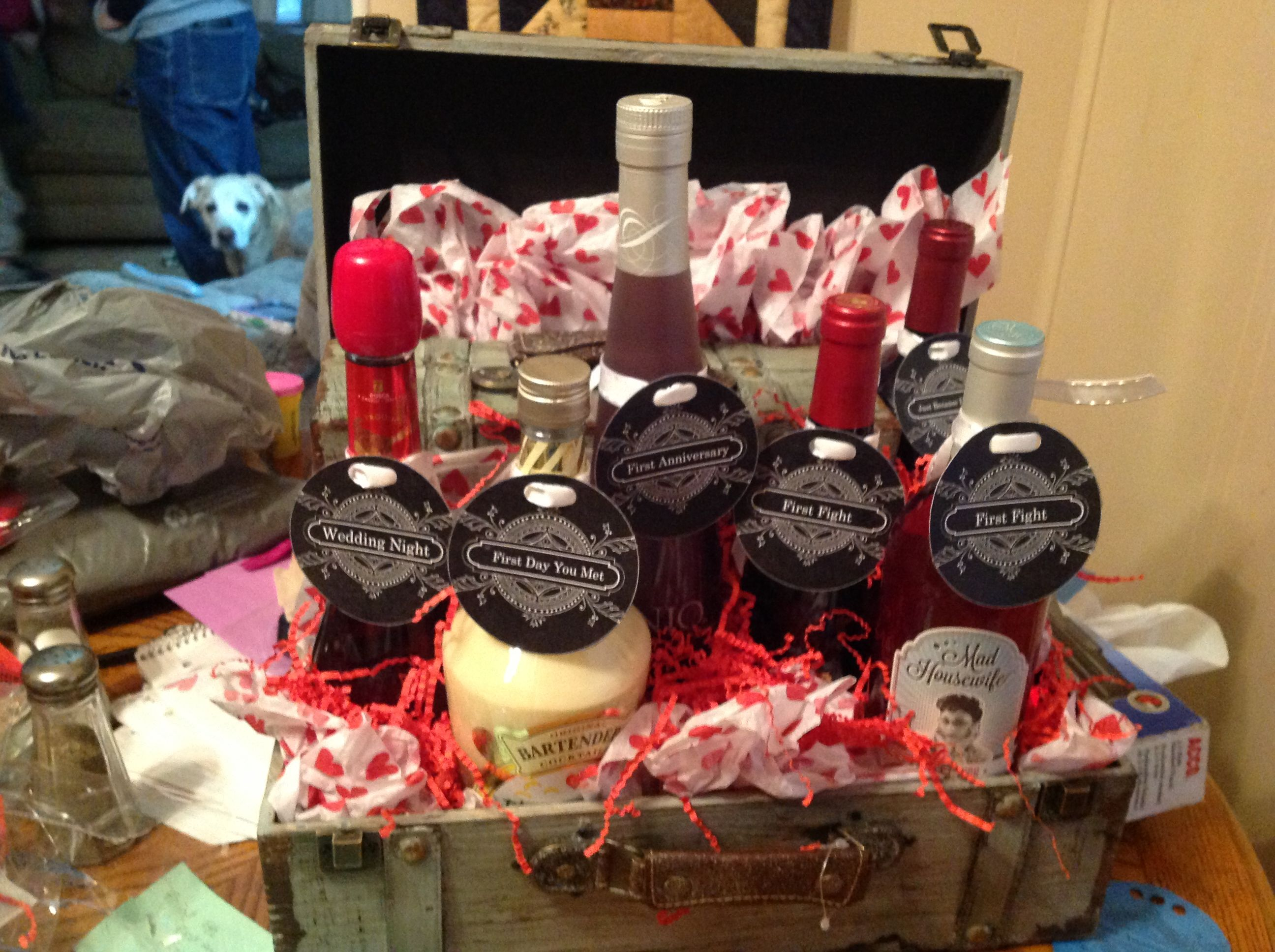 Liquor wine gift basket first anniversary i used viniq for Dinner party gift ideas