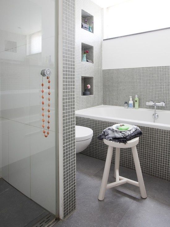 Bagno Con Mosaico Grigio Bagno grigio e bianco con
