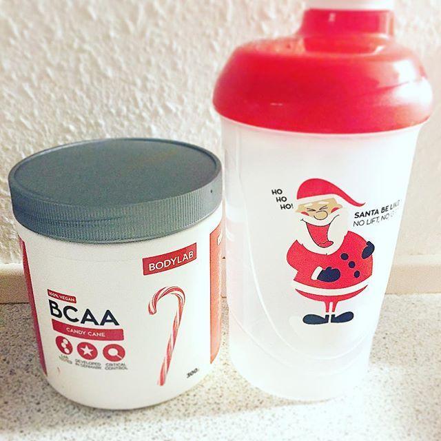 bodylab er virkelig i julehumør i år 🎅🏽 Først lancerer de en BCAA med candycane, så laver de en festlig juleshaker og sidst men ikke mindst så kører de nu fri fragt indtil på torsdag og sender en juleshaker med i ALLE ordrer 👏🏼😃  bodylabdk polkagris no lift no gift tomte wanties want Fav favs Santa Claus