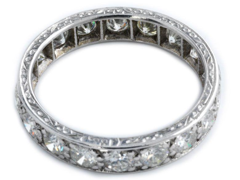 Ringweite: 55. Gewicht: ca. 3,7 g. WG 750. Klassischer, seitlich fein ziselierter Memory-Ring mit Brillanten, zus. ca 2 ct. (10213834) (16) Memory ring Ring...
