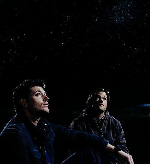 """""""Erano liberi di andare a fare qualunque cosa, guidavano per chilometri per andare a vedere uno show di Ozzy Osbourne, o per una partita degli Jayox.  E quando il cielo era sereno, parcheggiavano in un posto sperduto, si sedevano sul cofano e guardavano le stelle,per ore,senza dire una parola... E non facevano caso al fatto che non avessero quattro mura e un tetto sulla testa perchè non si sentivano dei senza tetto.""""  Sam and Dean , 5x22"""