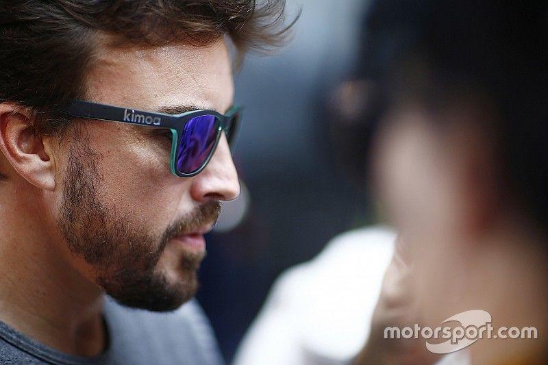 """Alonso, sobre chances na Mercedes: """"Não descarto nada"""""""
