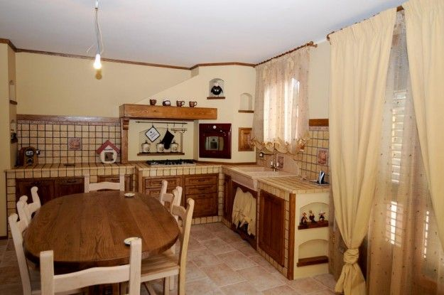 Cucine in muratura rustiche e moderne - Cucina in muratura luminosa