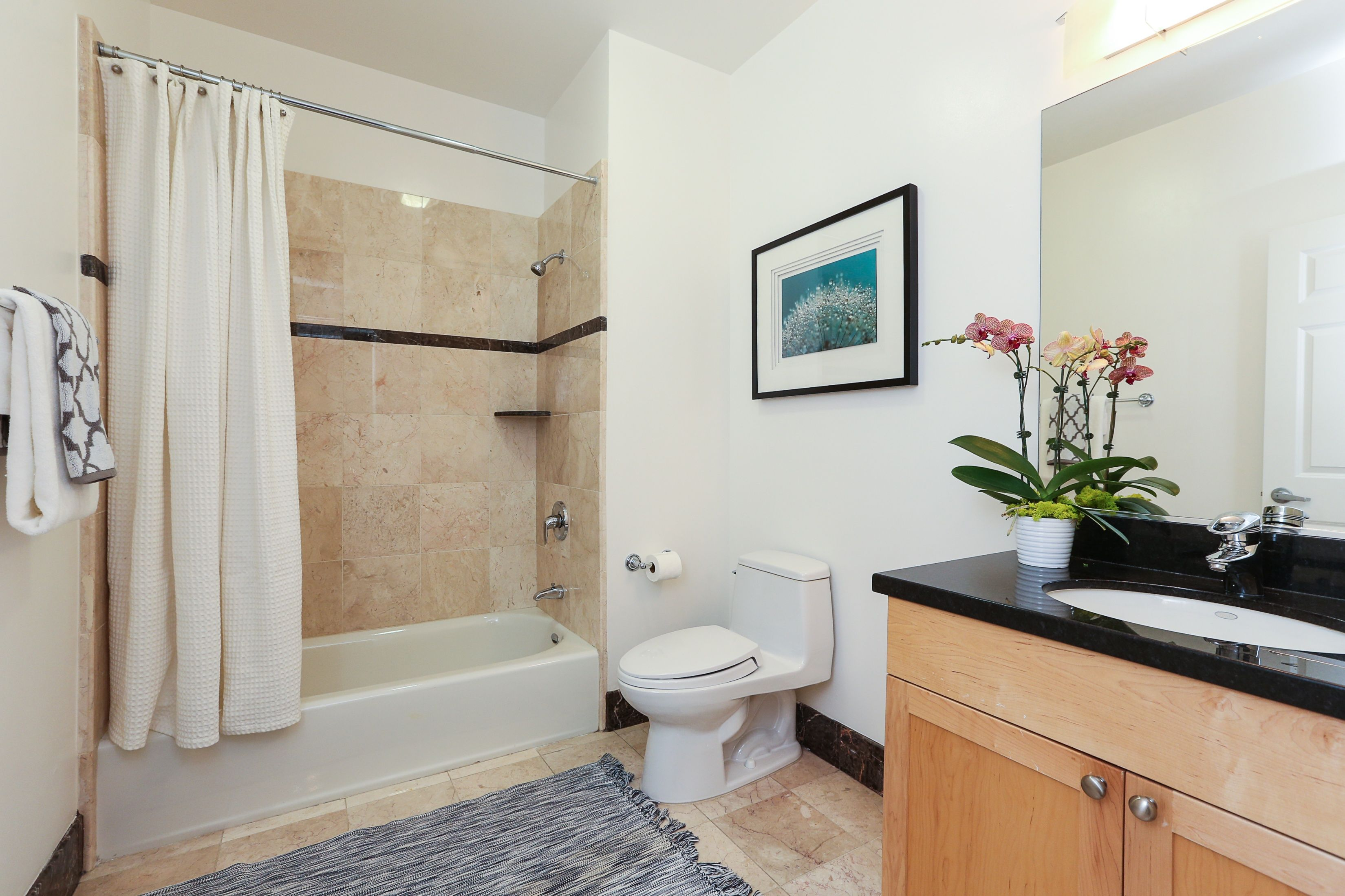 Updated bath w/ tub & shower combo @ 199 Tiffany Ave #401. 2BR/2BA ...