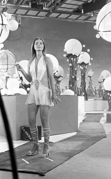 Catherine Schell | Space girl, Girl, Space 1999 tv series