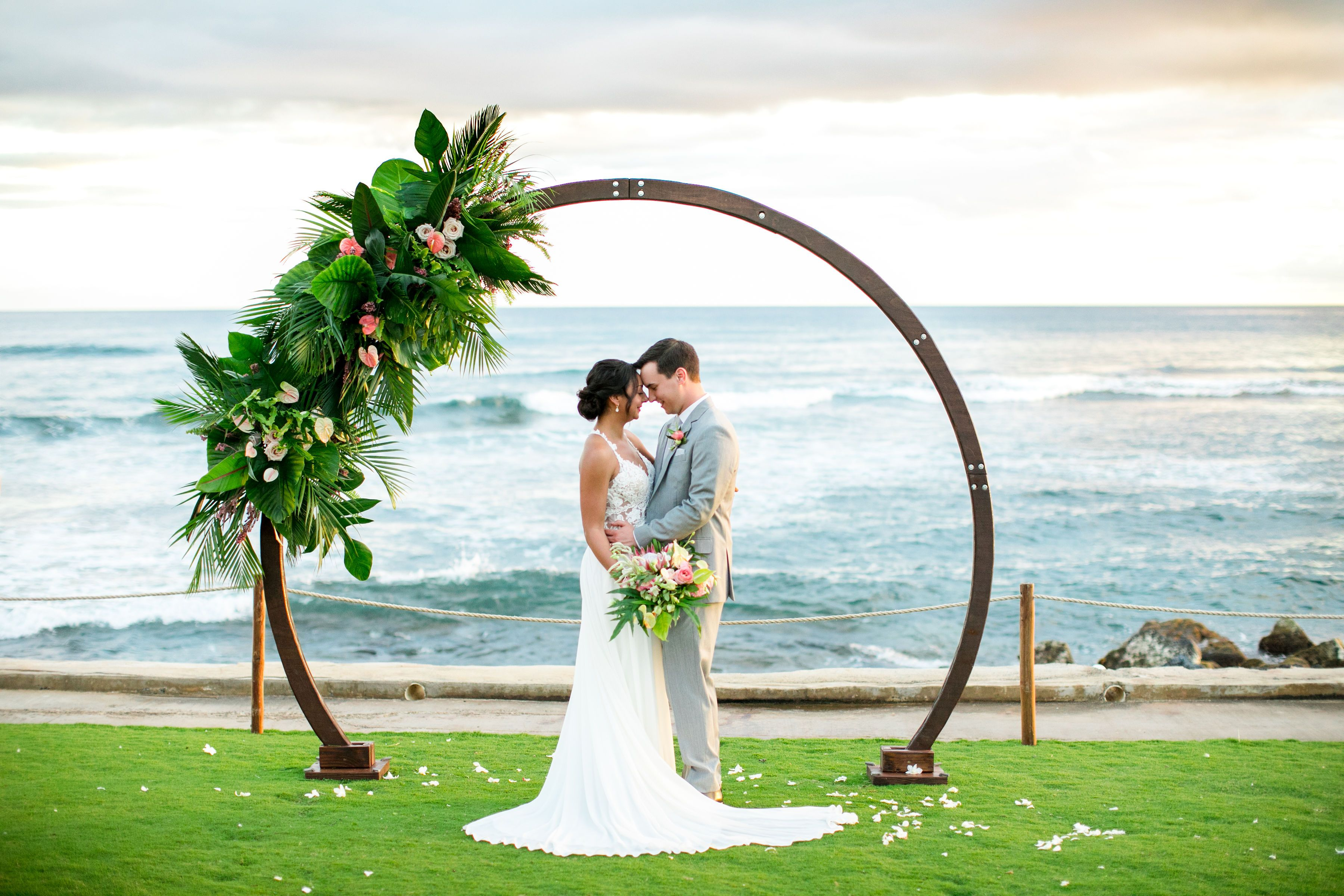 This Circle Arch Is Everything Tropical Floral Inspiration