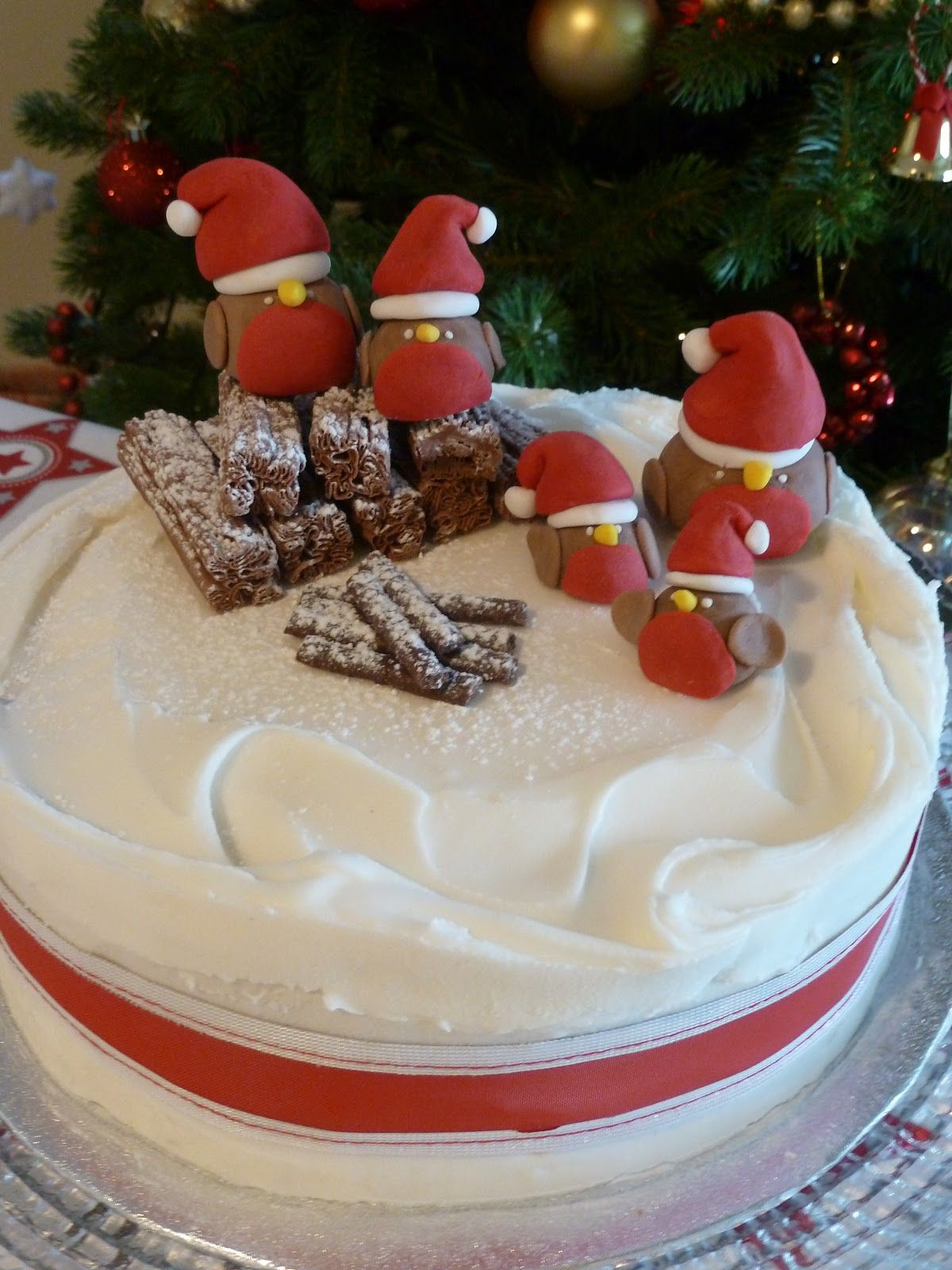 Easy Christmas Cake decoration ideas inspiration. Sugar