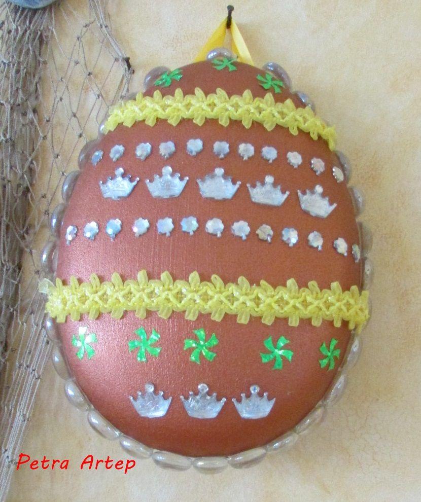 Aus einer gekauften Osterverpackung das EI bemalt und gestaltet