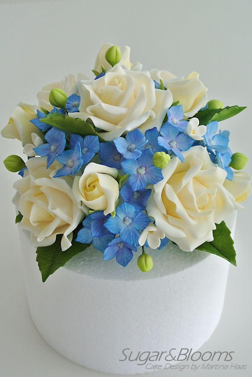 Cake Topper Made Out Of Sugar Flowers Saharnye Cvety Cvety Iz Saharnoj Mastiki Cvetochnye Kompozicii