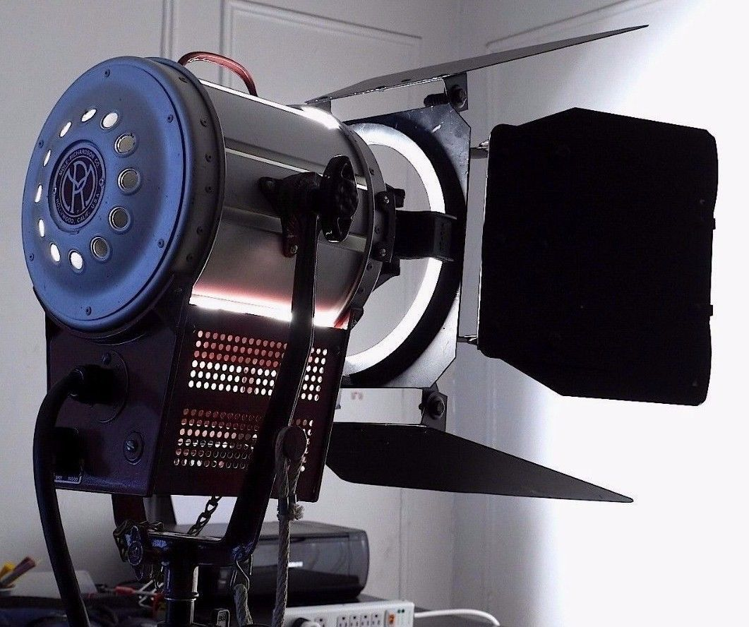 Mole Richardson Baby Junior 2k Fresnel Tungsten Light W Barndoors Arri Lowel Graphic Card Electronic Products Electronic Components