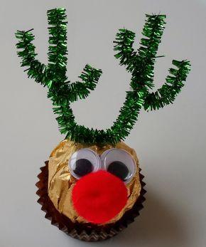 Happier Than A Pig In Mud: Ferrero Rocher Reindeer Liebevoll gebastelte DIY-Weihnachtsgeschenke. Kreative Ideen rund um selbst gemachte Weihnachtsgeschenke können gemeinsam mit Kindern umgesetzt werden. DIY-Weihnachtsgeschenke kommen bei allen gut an, denen Weihnachten am Herzen liegt. #Weihnachten #Christmas #DIY #Geschenke #Selbermachen #kleinigkeitenweihnachten