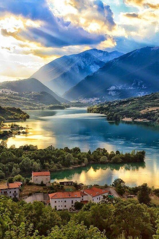 Luci e contrasti L39Aquila Abruzzo Italia Immagini