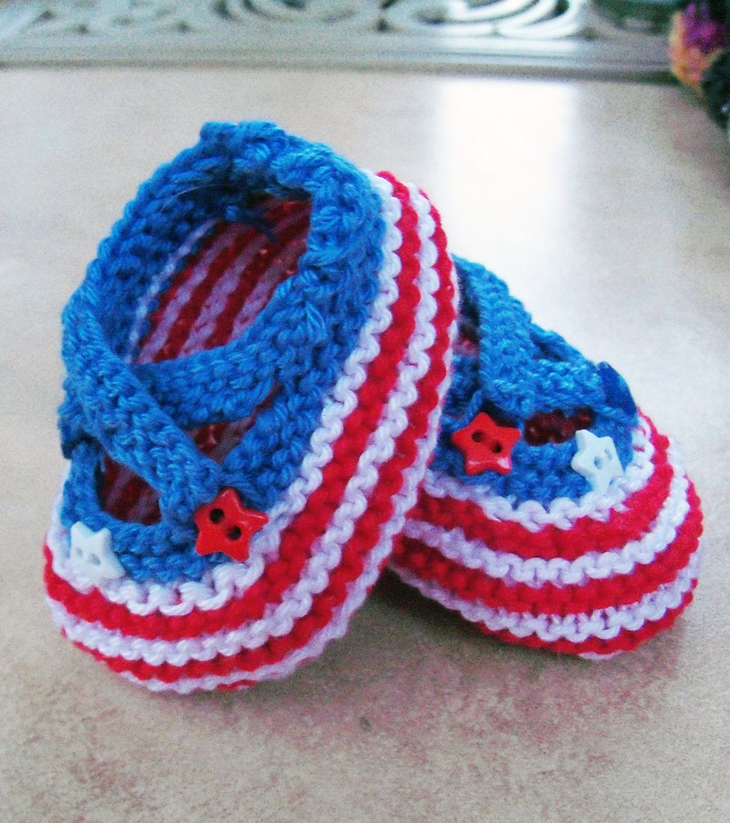 f0620034794f6d Free Knitting Pattern for Saartje s Bootees - Knitter tiggerbjg customized  this strapped baby booties pattern with a red