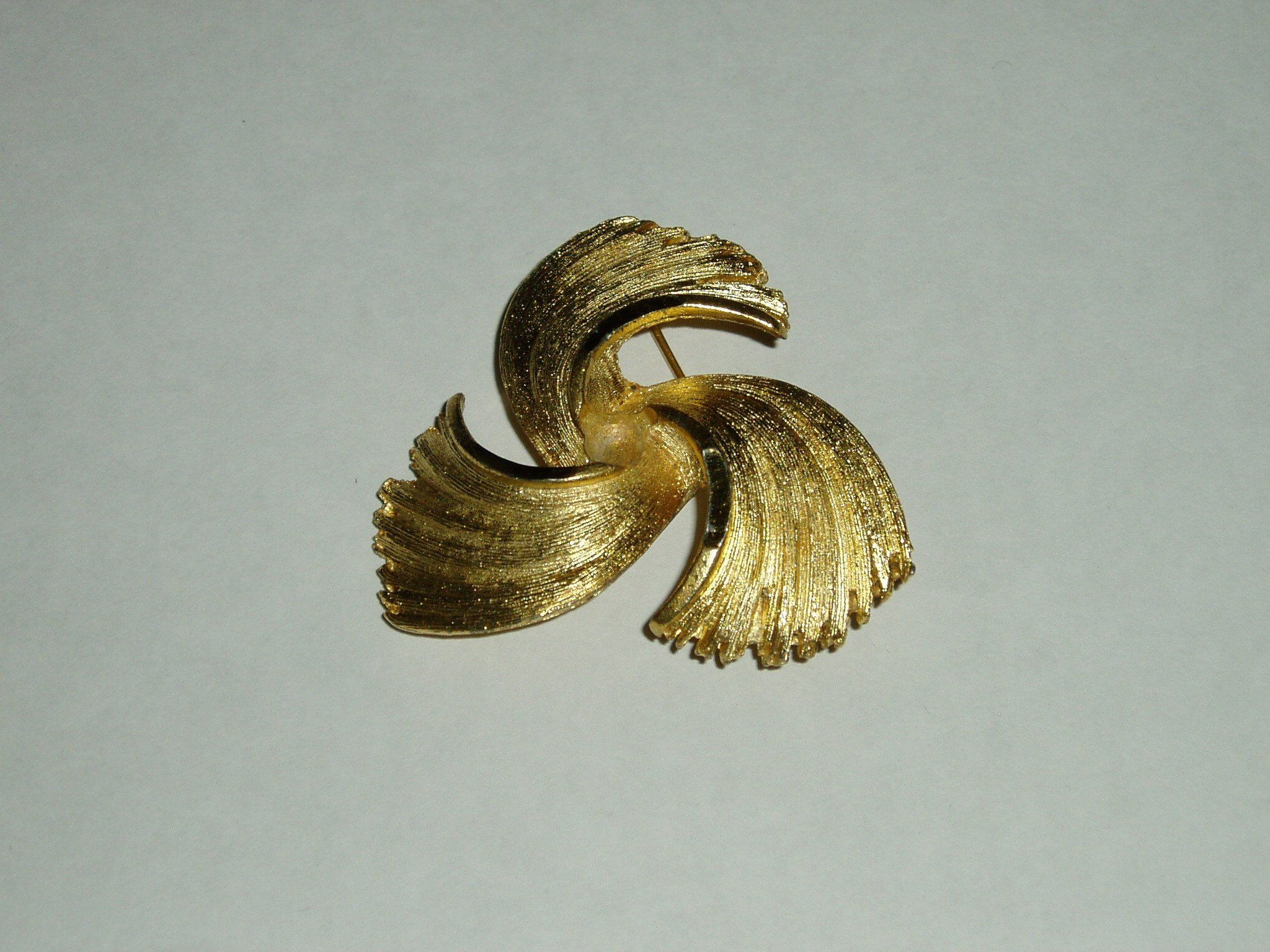 011c16bde53 vintage brooch - retro pin - gold tone jewellery - B.K.S brooch - unique  brooch - womens jewellery - retro fashion - costume jewellery - 70s  #freeshipping ...