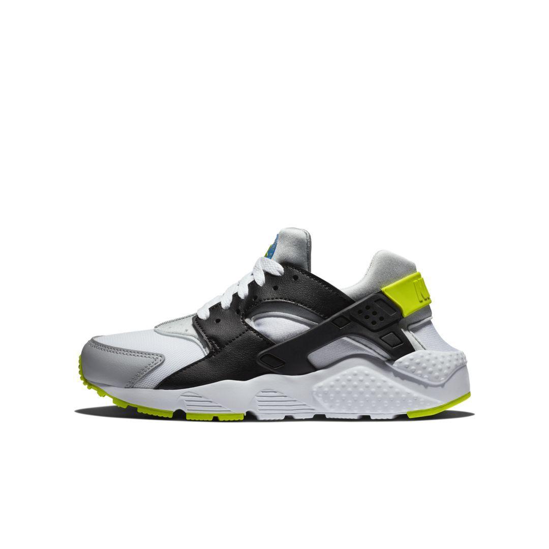 e8eeeaba0244 Nike Huarache Big Kids  Shoe Size 4.5Y (White)