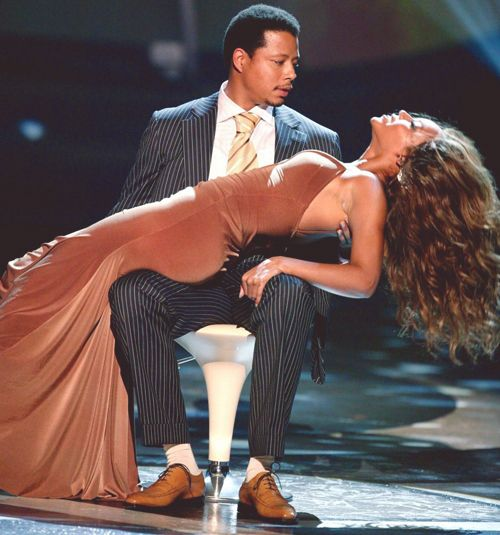 Beyonce Giving Terrance Howard A Lap Dance At The 2005 Bet Awards Queenbey Beyonce Dress Beyonce Beyonce Queen
