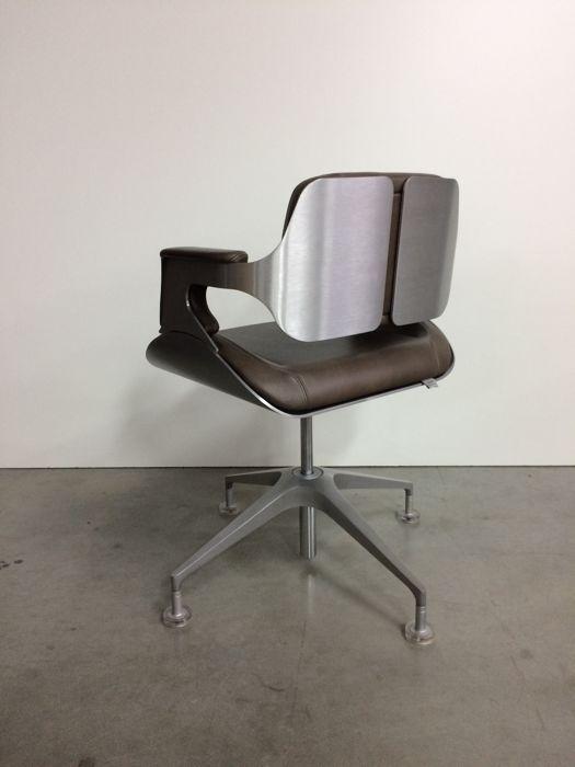 Bureaustoel Vaste Poten.Hadi Teherani Voor Interstuhl Bureaustoel Silver Model 101