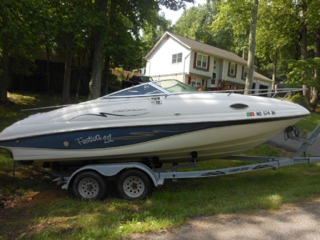 21 Feet 1998 Rinker 212 Festiva Cuddy Cabin Blue And White 200 Hours For Sale In Owings Md Power Boats For Sale Power Boats Jet Boats