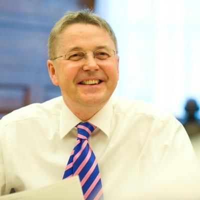 "Sir Jeremy Heywood on Twitter: ""Thanks @ClareMoriarty for blogging about @UKGovCamp and how an ""unconference"" works! https://t.co/42ihObW951"""