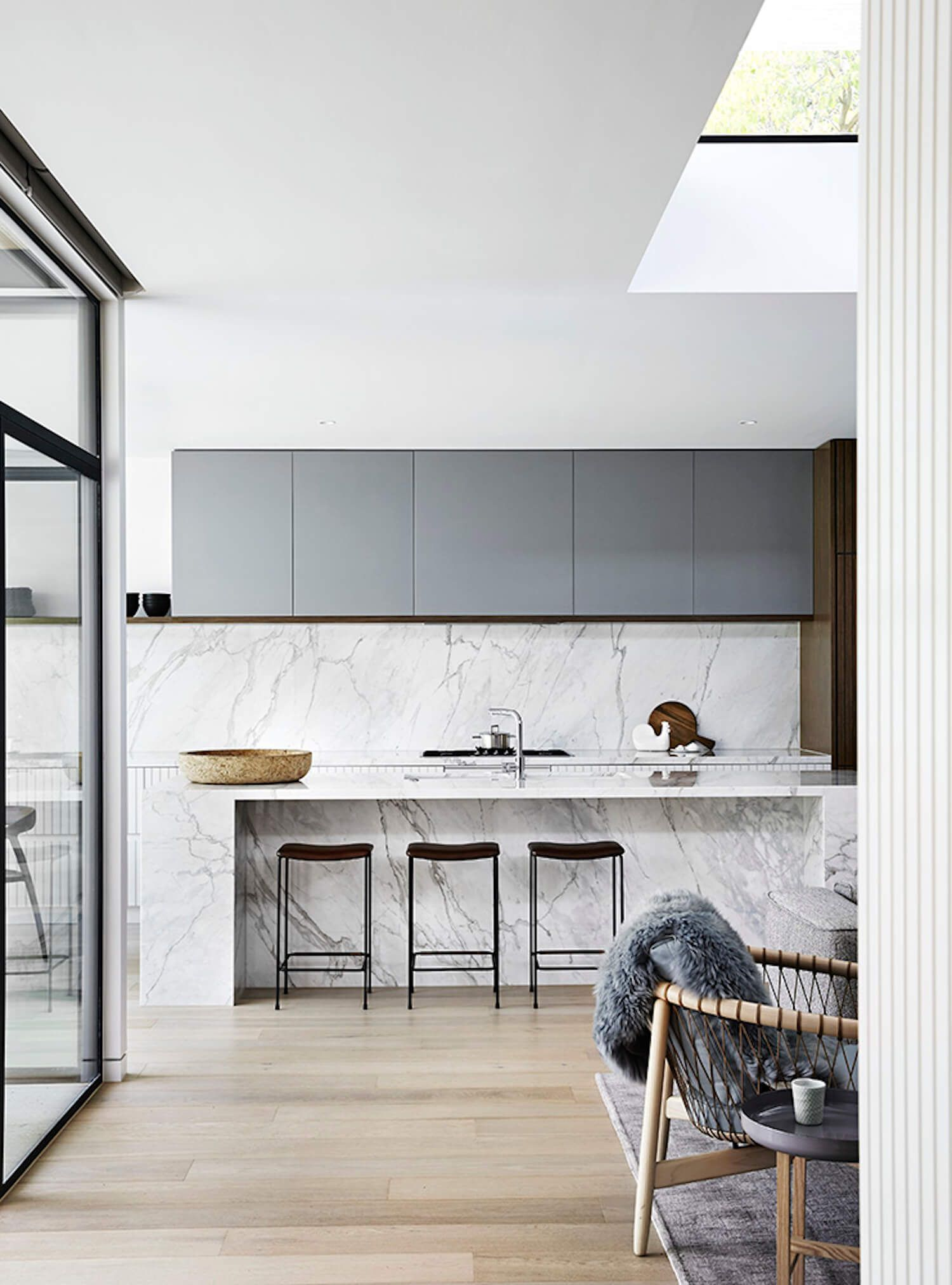 A Mid-Century Sensation by Mim Design | Mid century, Kitchens and ...